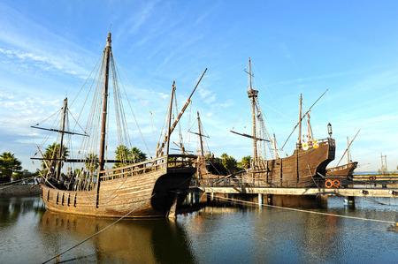 Die drei Karavellen von Christoph Kolumbus, Discovering America, Palos de la Frontera, Provinz Huelva, Spanien Standard-Bild - 52823662