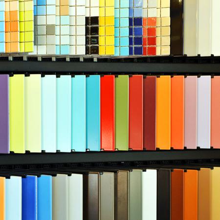 expositor: Expositor de azulejos modernos acristalada, tienda de productos cer�micos para la arquitectura actual Foto de archivo