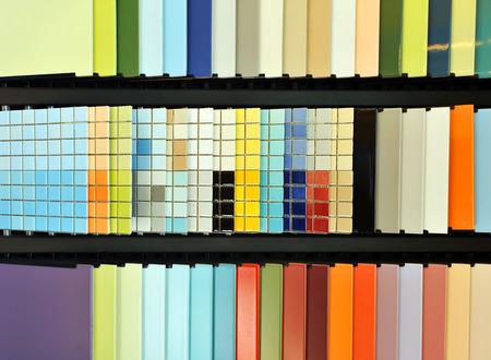Le catalogue de tuiles modernes vitrés, une boutique de produits céramiques actuels pour l'architecture Banque d'images - 53787537