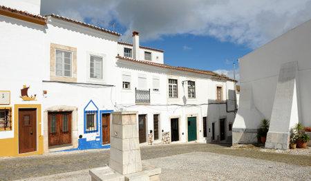 empedrado: Piedra calle pavimentada en Estremoz, Alentejo, Portugal, Sur de Europa