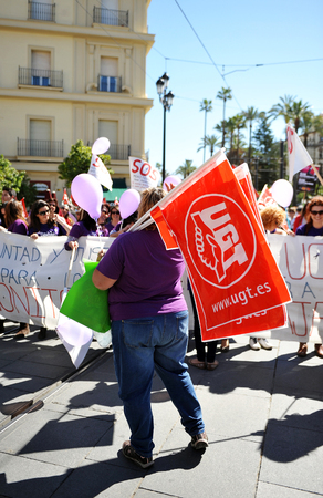 gewerkschaft: Demonstration durch die Straßen von Sevilla, den Tag der arbeitenden Frauen zu feiern, im April 2014 Spanien