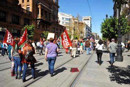 mujer golpeada: Manifestación en el día de la mujer trabajadora, Sevilla, España
