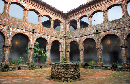 badajoz: Cloister of the monastery of Tentudia, Calera de Leon, Badajoz, Spain Stock Photo