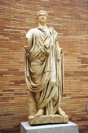 escultura romana: Sculpture of a robed Roman citizen, Museum of Roman Art in Merida, Extremadura, Spain