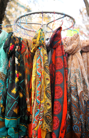 foulards: sciarpe colorate, foulards Archivio Fotografico
