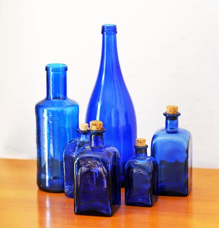 bodegones: bodeg�n de botellas azules, decoraci�n