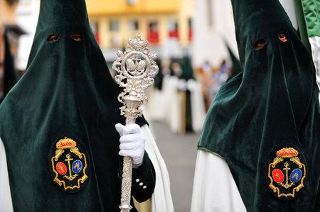 fraternidad: Nazarenos, cofradía Esperanza de Triana, Semana Santa de Sevilla, Andalucía, España