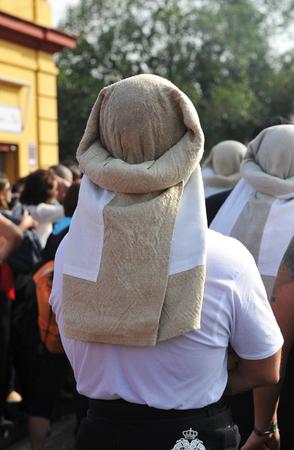 semana: Holy Week in Seville (Semana Santa), beares (costaleros) in the Triana district, Andalusia, Spain