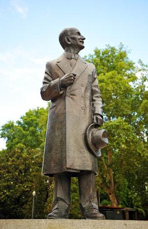 homage: Homage to Anibal Gonzalez, architect, sculpture in bronze, Sevilla, Spain