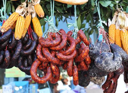 Saucisses et charcuterie, produits du porc ibérique Banque d'images - 63983576