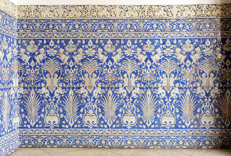 socle: Tiled skirting of Art Nouveau style on the hall of a mansion