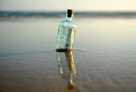 horizont: Fifty euros in a bottle found on beach Stock Photo