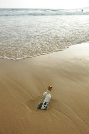 horizont: Euro symbol in a bottle, money concept