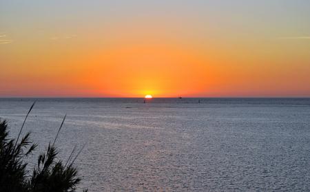 Coucher de soleil à Sanlucar de Barrameda, province de Cadix, Espagne Banque d'images - 83332309