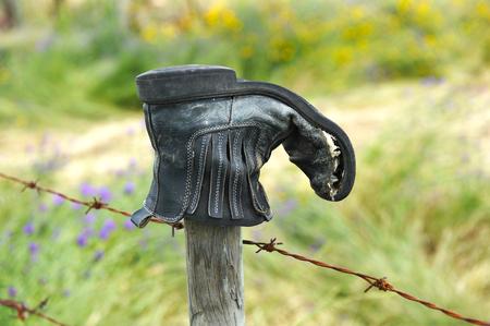 Globetrotter, worn black boot