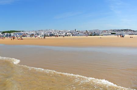 Het strand van Bateles in Conil de la Frontera, kust van Cadiz, Andalusia, Spanje Stockfoto