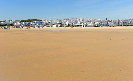 The magnificent and popular beach of Bateles in Conil de la Frontera, Andalusian village of the coast of Cadiz, Spain Banque d'images