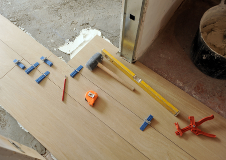 Special tools for placing a porcelain stoneware tile floor. Works of integral house reform