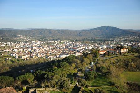 Vue panoramique sur Verin, Galice, Espagne. Verin est une ville de la province d'Orense par laquelle passe le Chemin de Saint-Jacques (Camino de Santiago), en particulier la Via de la Plata de Séville à Saint-Jacques-de-Compostelle