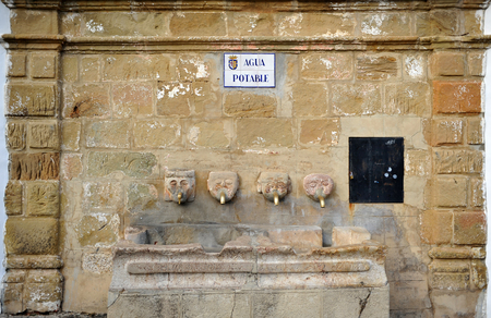 Picturesque fountain of drinking water with stone heads in the square of Grazalema village, route of the white villages, Cadiz province, Andalusia, Spain Banque d'images - 106188442
