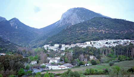 Panoramic view of Benamahoma, village located on the route of the White Villages in the province of Cadiz, Andalusia, Spain Banque d'images - 106188448