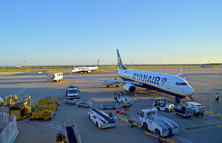 Airplane at Faro international airport, Algarve, Portugal Banque d'images - 106711903