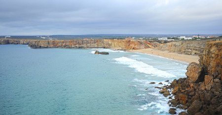 Tonel Beach of Sagres, one of the beaches most visited by European tourism. Algarve, south of Portugal. Banque d'images - 106187969