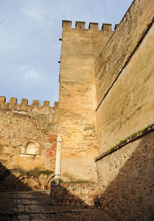 Walls of Alcazaba in the Capitel Door. Badajoz, Extremadura, Spain Banque d'images - 106726838