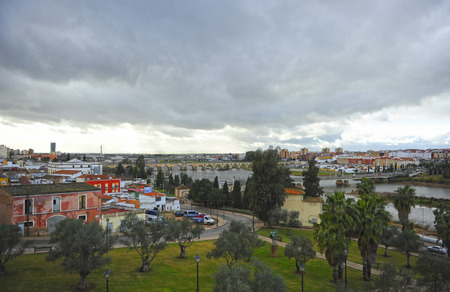 Panoramic view of Badajoz and the bridges over Guadiana river from the Alcazaba, Extremadura Region, Spain Banque d'images - 106726919