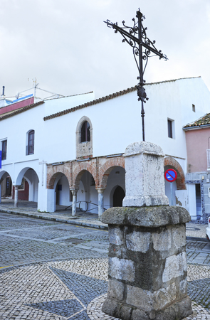 Iron Cross and Mudejar Houses , currently the Municipal Tourism Office of Badajoz, Extremadura Region, Spain Banque d'images - 106726921