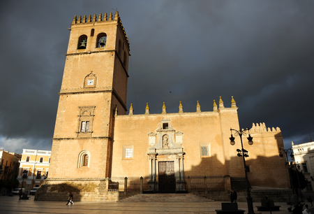 Cathedral of St. John the Baptist and City Hall at background, Badajoz, Extremadura, Spain Banque d'images - 106712290