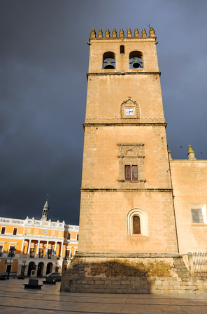 Cathedral of St. John the Baptist and City Hall at background, Badajoz, Extremadura, Spain Banque d'images - 106712292