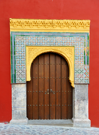 Door of an old house. Mudejar architecture in Córdoba Spain Banque d'images - 106708443