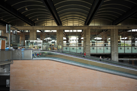 Inside the modern Córdoba railway station opened in 1994 with connections to Madrid, Malaga and Seville. Banque d'images - 106712543