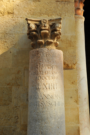 Roman miliary in the courtyard of the Mosque - Cathedral of Cordoba. Andalusia, Spain Banque d'images - 106712532