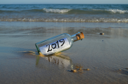 Happy New Year 2019, message in a bottle Banque d'images - 107312218