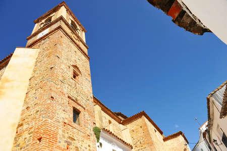 St. James Apostle (Santiago Apostol) Church in Castano del Robledo, a beautiful village of the Sierra de Aracena Natural Park. Province of Huelva, Andalusia, Spain Standard-Bild