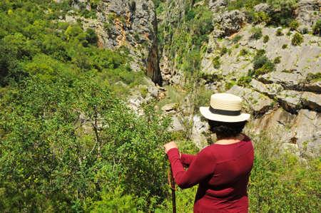 A hiker woman in the Canyon of the Buitreras -Canon de las Buitreras-,  famous gorge located at the Alcornocales Natural Park near Cortes de la Frontera. Province of Malaga, Andalusia, Spain Standard-Bild
