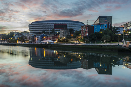 viejo: BILBAO, SPAIN - October 19, 2014: The Nervion River and elestadio of san Mames Bilbao, Vizcaya, Basque Country, Spain