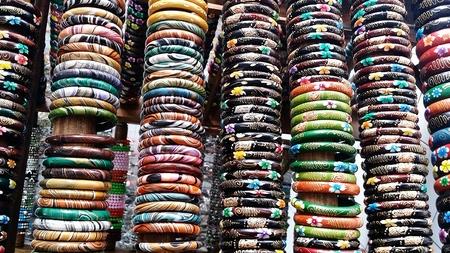 multi colour: Multi color pulseras de madera