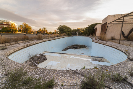 abandoned: Abandoned pool.
