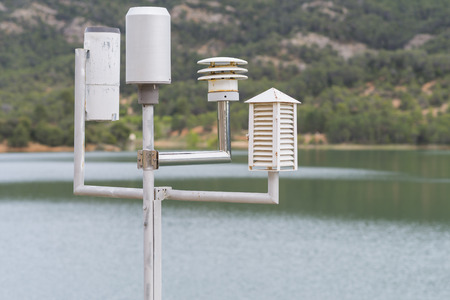 rain gauge: Estaci�n meteorol�gica.