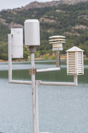 humidity gauge: Weather station.