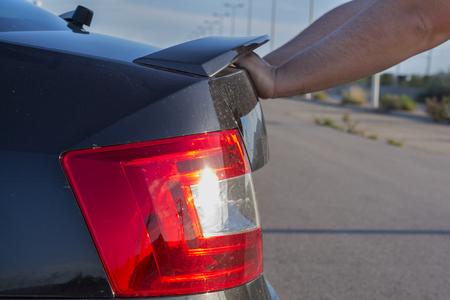 empujando: Empujando el coche roto.