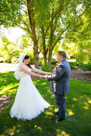 chose: Questo sposi hanno scelto di vederci prima della loro cerimonia di nozze, questo tipo di momento in cui viene chiamato di solito un primo sguardo.