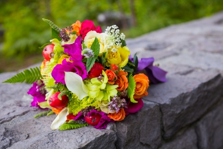 mixed flower bouquet: Mixed natural flowers are put together in this bridal bouquet.