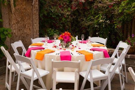 테이블은 설정 오리건 결혼식 피로연을위한 준비.