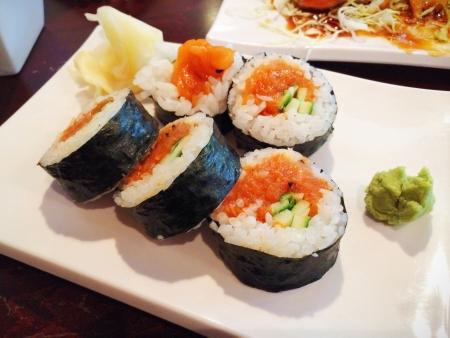 연어 롤 초밥
