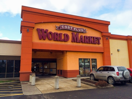 world market: EUGENE, OR - DECEMBER 21: Cost Plus World Market store entrance on December 21, 2013 in Eugene, OR. Cost Plus World Market is a specialty import store located in 30 states. Editorial