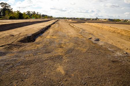 land use: La terra � preparato e pronto per le fondazioni per essere deposte in questa lottizzazione in costruzione. Archivio Fotografico